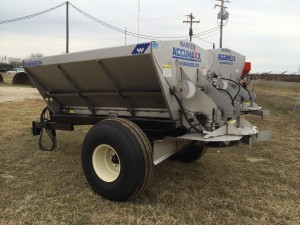 3-ton lime and fertilizer accumax spreader